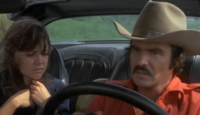 Burt Reynolds, havalimanında görüntülendi