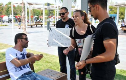 3 Genç Çocuk Tacizcilerini Protesto Ederken Diğer Tarafta Yine Bir Çocuk Taciz Ettiler